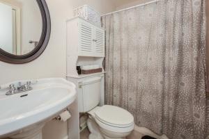 023-Bathroom-1189204-mls